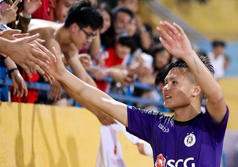 CLB Ha Noi 4-0 CLB Khanh Hoa: Quang Hai da phat dep mat hinh anh