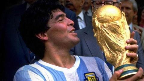 Lionel Messi: Tim giac mo World Cup trong noi am anh Maradona hinh anh 4