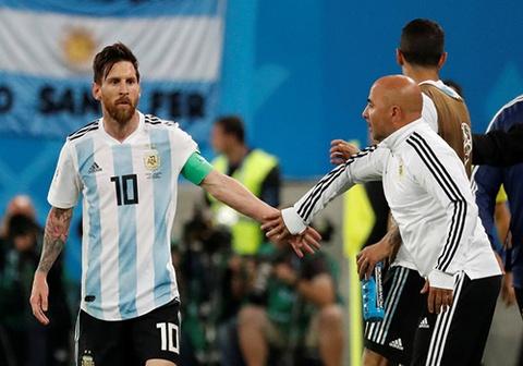 HLV Sampaoli phai 'xin phep' Messi de dua Aguero vao san hinh anh