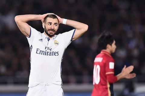 Benzema la ung vien Qua bong Vang 2018: Tro lo cua France Football hinh anh