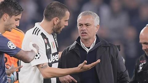 Bonucci noi gian voi HLV Mourinho vi man an mung khieu khich hinh anh