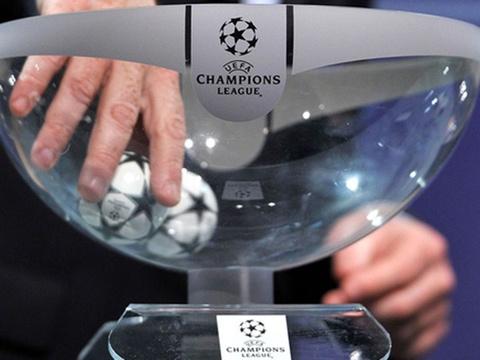Boc tham vong 16 doi Champions League: Hiem hoa cho MU, Liverpool hinh anh