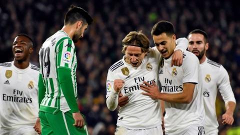 Real Madrid van chua chung to duoc suc manh duoi tay Santiago Solari hinh anh