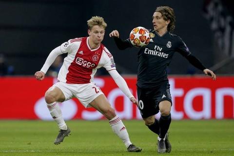 Real Madrid thang Ajax 2-1: Ban linh nha vo dich hinh anh 4