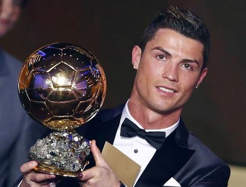 Ribery van cay cu vi tuot mat Qua bong Vang 2013 vao tay Ronaldo hinh anh