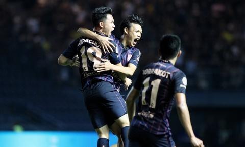 Thay Xuân Trường ra sớm, Buriram bị Chonburi cầm hòa dù chơi hơn người