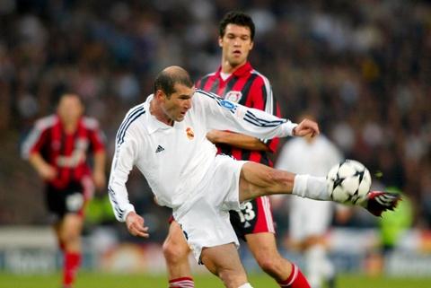 Zinedine Zidane va khoanh khac vi dai cua thien tai hinh anh 3