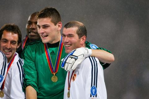 Zinedine Zidane va khoanh khac vi dai cua thien tai hinh anh 5