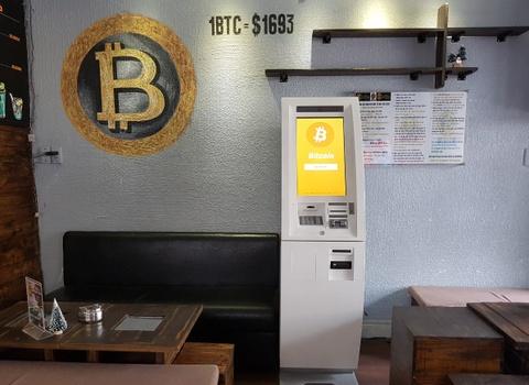 Mua Bitcoin bang tien mat qua cay ATM tai Sai Gon hinh anh