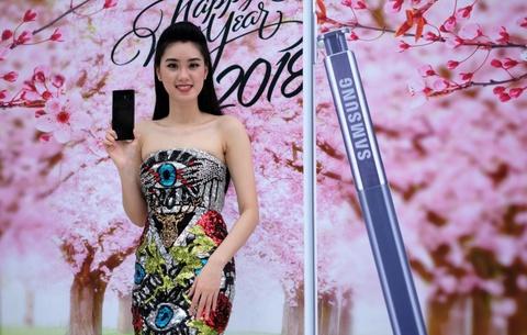 Trai nghiem Galaxy Note 8 cho don nam moi tai pho di bo Sai Gon hinh anh