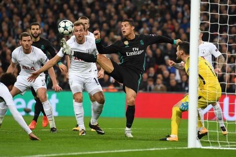 Ke thang, nguoi thua trong vu Ronaldo cap ben Juve hinh anh 5