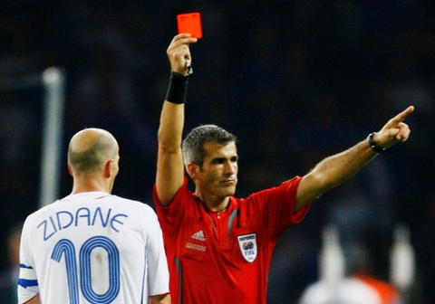 Sau 12 nam, trong tai tiet lo su that ve chiec the do cua Zidane hinh anh
