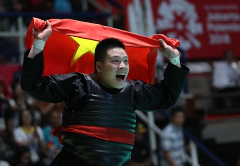 VDV Nguyen Van Tri: '2 dem khong ngu duoc vi tam ly cang thang' hinh anh