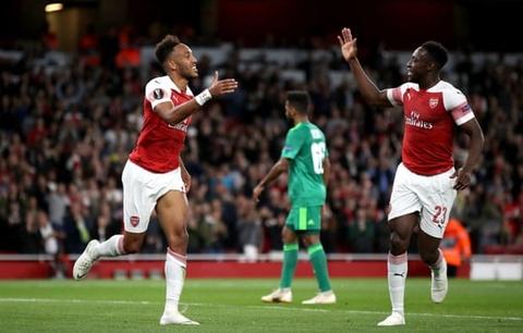 Welbeck va Oezil ghi ban, Arsenal thang gion gia tai Europa League hinh anh