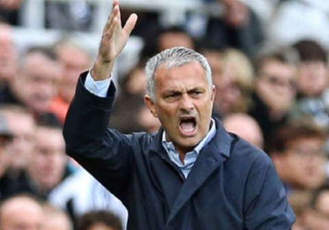 Mourinho do loi cho canh sat khien MU den tre tran dau voi Valencia hinh anh