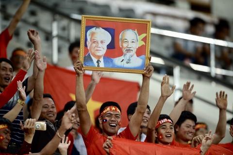 Co dong vien xinh dep co vu DTVN tren SVD quoc gia Lao hinh anh 2