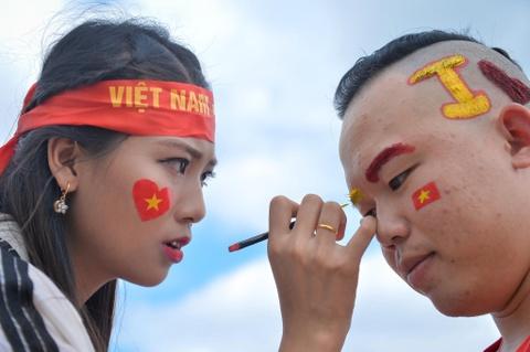 Cac CDV nu phan khich an mung chien thang cua tuyen Viet Nam hinh anh 1