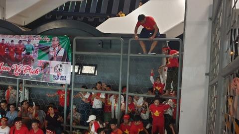 Hon 100 CDV Viet Nam treo rao vao xem chung ket AFF Cup hinh anh 10