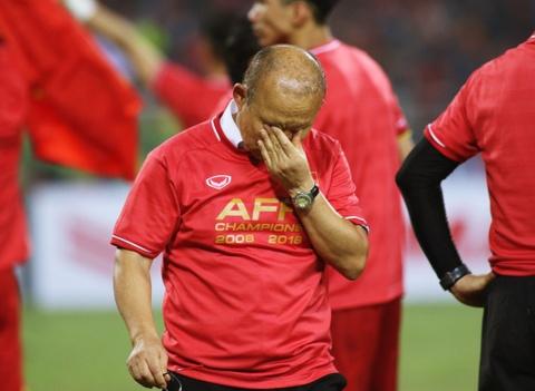 HLV Park Hang-seo khong cam duoc nuoc mat sau chuc vo dich AFF Cup hinh anh 1