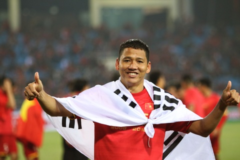 HLV Park Hang-seo khong cam duoc nuoc mat sau chuc vo dich AFF Cup hinh anh 2