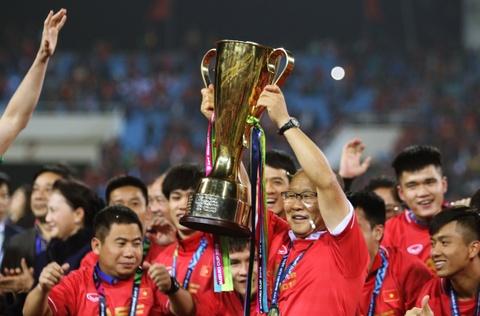 HLV Park Hang-seo khong cam duoc nuoc mat sau chuc vo dich AFF Cup hinh anh 5