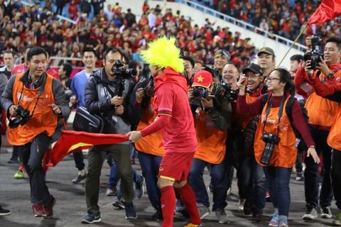 HLV Park Hang-seo khong cam duoc nuoc mat sau chuc vo dich AFF Cup hinh anh 7