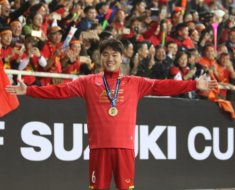 HLV Park Hang-seo khong cam duoc nuoc mat sau chuc vo dich AFF Cup hinh anh 8