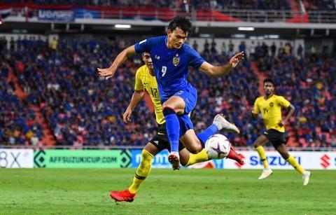 Adisak Kraisorn va nhiem vu giai cuu Thai Lan tai Asian Cup hinh anh