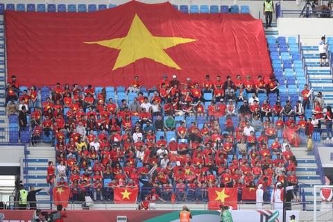 Hoa hau Ngoc Han dien ao dai doc dao co vu cho tuyen Viet Nam hinh anh 5