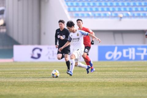 Bao Han Quoc: 'Se co tran derby cau thu Viet Nam o K.League' hinh anh 4