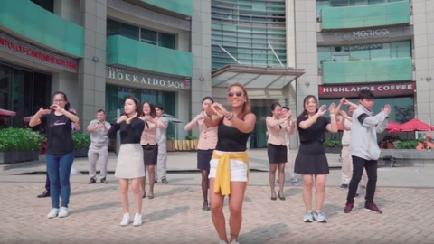 Video - Crescent Mall tung video 'Vu dieu rua tay' hinh anh