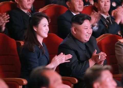 Ong Kim Jong Un du hoa nhac mung bom nhiet hach thanh cong hinh anh