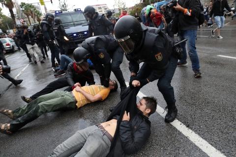 Tu Madrid den Barcelona: Khi khac biet tro thanh thu dich hinh anh 1