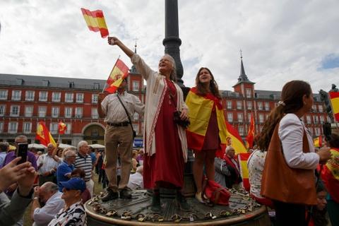 Tu Madrid den Barcelona: Khi khac biet tro thanh thu dich hinh anh 3