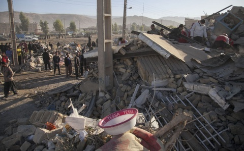 350 nguoi thiet mang trong dong dat o Iraq - Iran hinh anh 2
