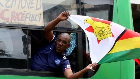 Hashtag tuan qua: Ky nguyen moi cho Zimbabwe sau gan 4 thap ky hinh anh