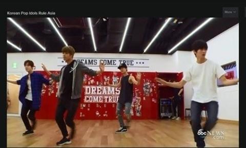 Phong su Korean Pop Idols Rule Asia (ABC News) hinh anh