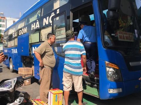 Bến xe cháy vé, người Sài Gòn mua chợ đen giá cắt cổ để về quê