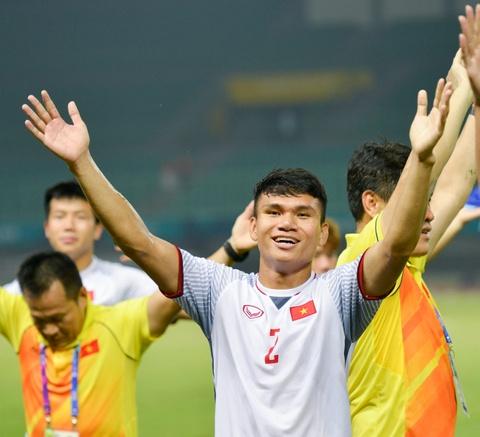 Ai se thay Doan Van Hau o canh trai khi gap Olympic Han Quoc? hinh anh