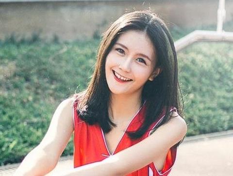 Nu sinh 15 tuoi tham gia cac show dien cua NTK Do Manh Cuong hinh anh