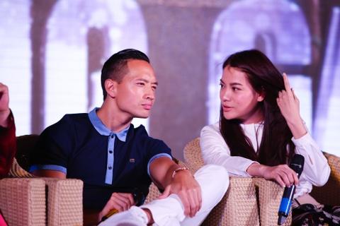 Doan lam phim 'Huong ga' giao luu cung nguoi ham mo hinh anh 3