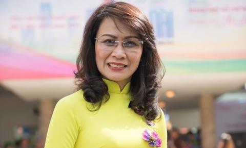 Pho chu tich UBND TP HCM: 'Toi sang tao hon khi mac ao dai' hinh anh