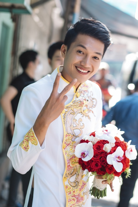 Quang Tuan hon Linh Phi trong le ruoc dau hinh anh 3