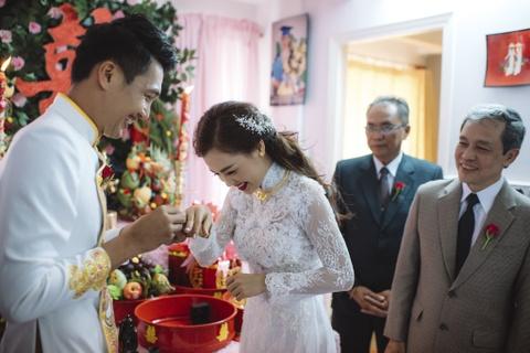 Quang Tuan hon Linh Phi trong le ruoc dau hinh anh 5