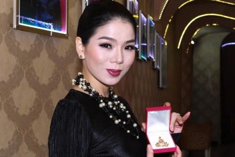 Le Quyen mang tuong Phat kim cuong dau gia tu thien hinh anh