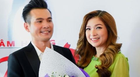 Pham Thanh Thao ve nuoc chuc mung Lam Hung ra mat album hinh anh