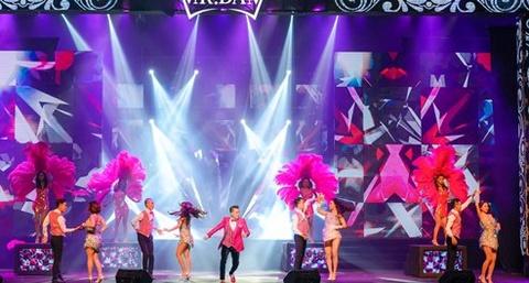 Live show ruc ro sac mau cua Dam Vinh Hung o Nha Trang hinh anh