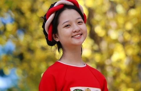 Sao nhi Lam Thanh My dien ao dai xuong pho hinh anh