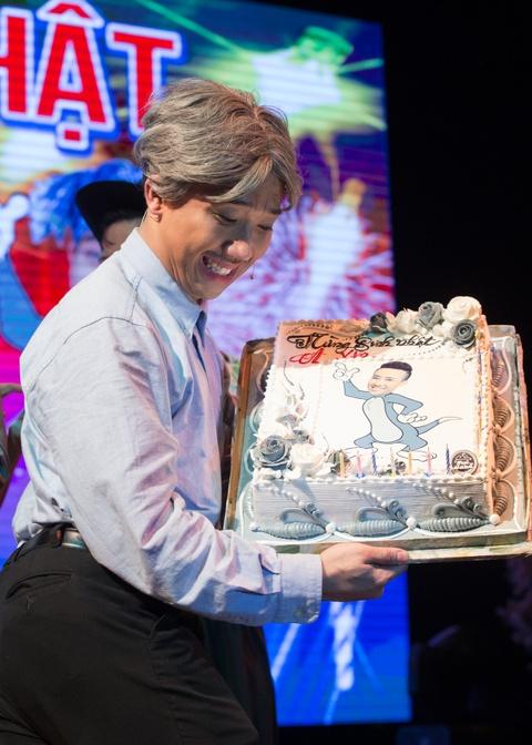 4.000 khan gia doi mua xem show Tran Thanh, Truong Giang hinh anh 10