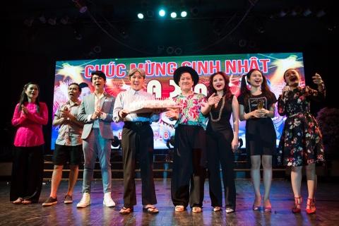 4.000 khan gia doi mua xem show Tran Thanh, Truong Giang hinh anh 11